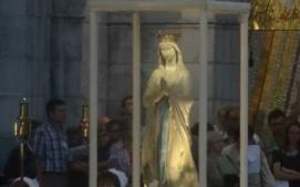 Mariabeeld processie Lourdes